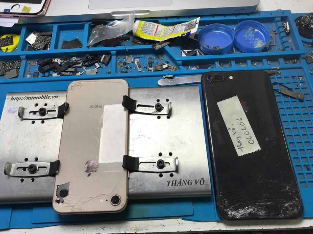 thay kính lưng iphone